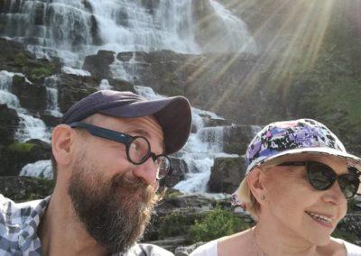 Było gorąco (27 stopni), więc lodowce topiły się jak ściekłe tworząc malownicze wodospady